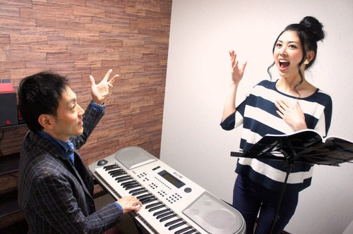 アモンボイスミュージックスクール名古屋     ボイトレ(ボイストレーニング)でお腹を引き締め!